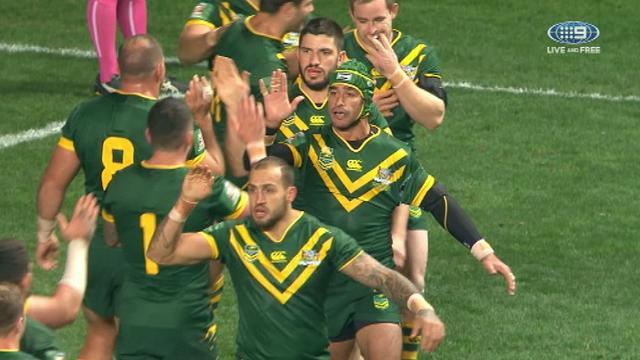 Kangaroos hold off fast-finishing Kiwis