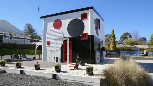 Entire house modeled after a single painting
