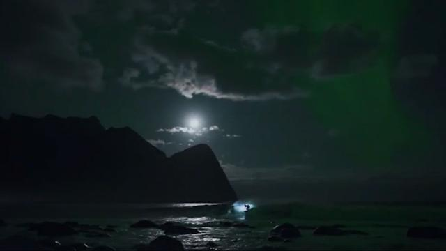9RAW: Mick Fanning surfs under Northern Lights