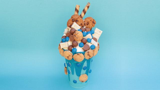 How to make a Cookie Monster FreakShake