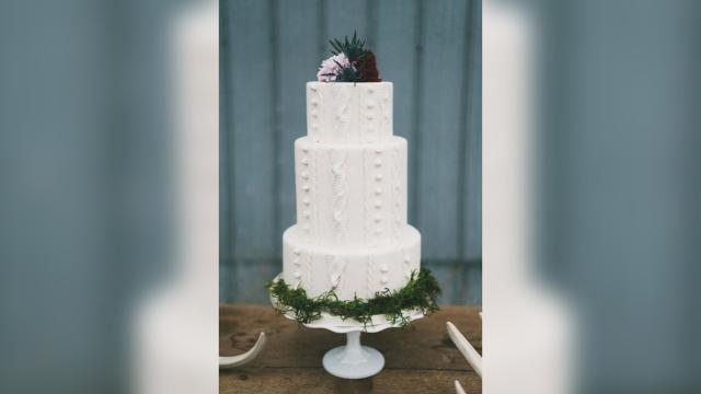 Brides are obsessed with these cable knit cakes