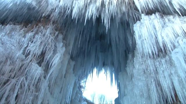 Ice cascade turns scenic Beijing spot into winter wonderland