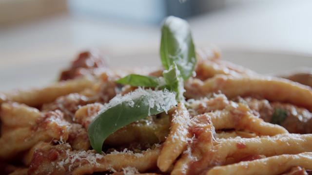 Massimo Mele's authentic handmade macaroni hack