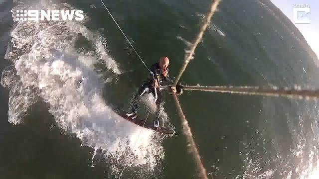 LOOPER_KITESURG.mp4