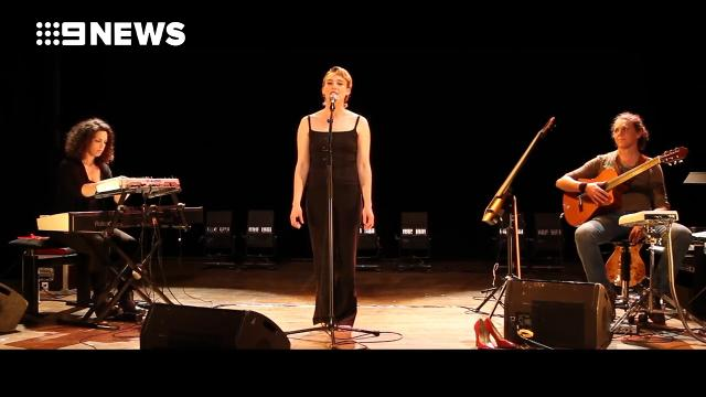 9RAW: Up-and-coming French singer Barbara Weldens' 2015 performance