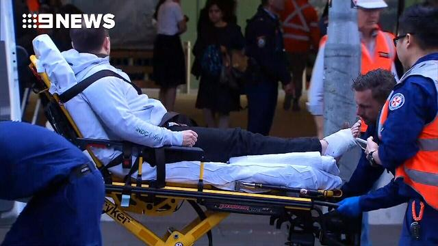 9RAW: Gale force winds cause chaos in Sydney CBD