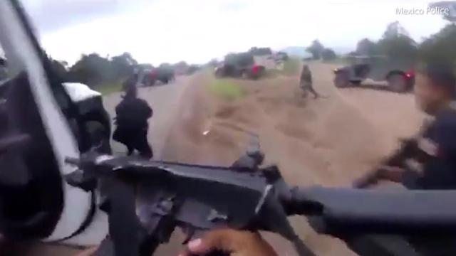 9RAW: Mexican police in shootout with cartel