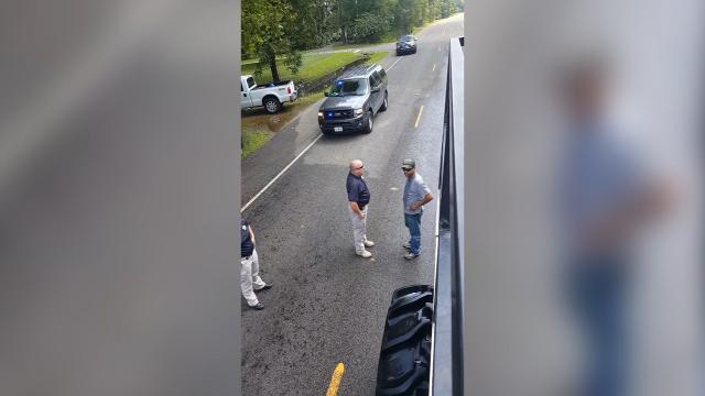 9RAW: Police officer turns back Hurricane Harvey volunteers