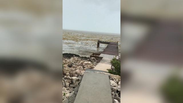 9RAW: Hurricane Irma leaves Bahamas beach without water