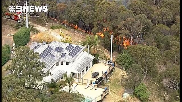 Houses under threat from out-of-control bushfire in the Hunter Valley